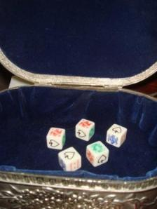 Poker Dice in silver box - 2 Kings, 2 Aces and a Queen.